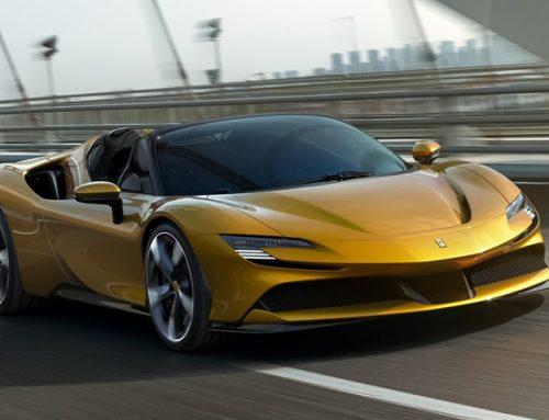 A SF90, conversível híbrido da Ferrari, tem previsão de chegada em 2021 no Brasil.